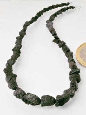 Alexandrit (Chrysoberyll-Varietät), Nuggets, Strang mit Verschluss, Unikat