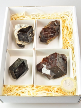Pyrop (Granat), Mineralien-Box, Unikat