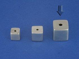 Superlight - Würfel satiniert, mittig gebohrt, 8 mm, VE 5 Stück