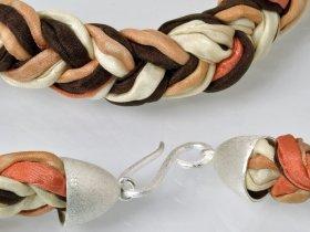 Kette m. Donut aus Landschaftsjaspis, Seide, Länge ca. 60 cm, Unikat