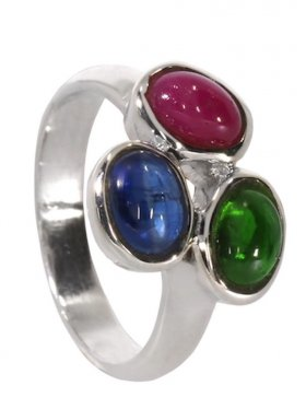 Rubin, Disthen, Chromdiopsid, Ring aus drei Edelsteinen, Cabochon geschliffen, gefasst in 925 Silber, verschiedene Größen, 1 St.