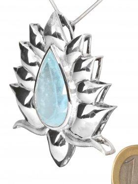 """Design Anhänger """"Flammende Phantasieblüte"""" aus 925 Silber und einem facettiertem Aquamarin, Unikat"""