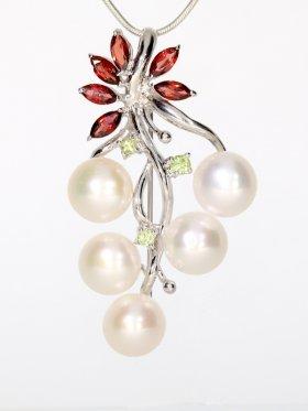 Perlen-Anhänger/Brosche mit Granat und Peridot, Flora Collection