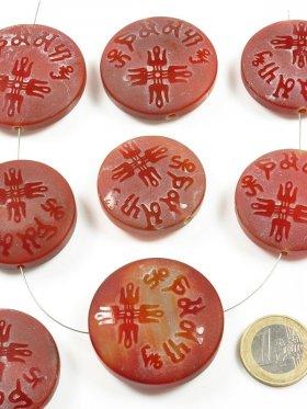 Achat rot, Scheibe mit chin. Zeichen in verschiedenen Größen