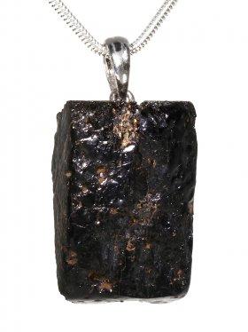 Souvenir aus Hessen - Anhänger aus Hornblende vom Vogelsberg, mit Öse aus 925 Silber
