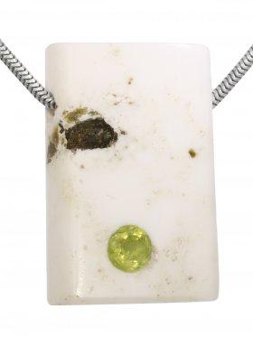 Kettenanhänger aus dem Schmuckstein Magnesit mit facettiertem Peridot, Einzelstück