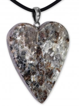 Granat in Glimmerschiefer aus Kärnten, Anhänger Herz mit Silberöse, Unikat