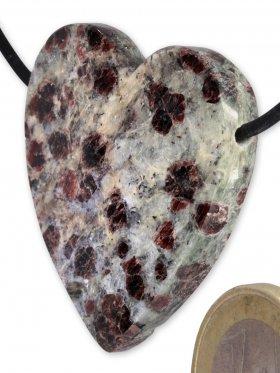 Granat in Glimmerschiefer aus Kärnten, Anhänger Herz gebohrt, Unikat