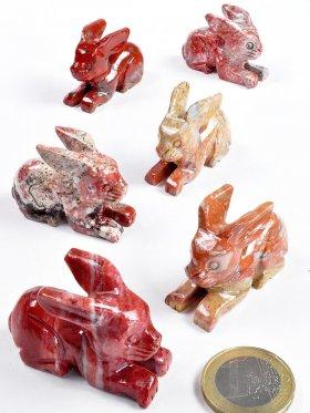 Speckstein, Hase liegend, in verschiedenen Farbtönen