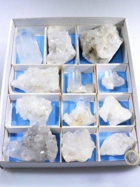 Bergkristall aus Brasilien, Rohsteinstufen in einer Box, Unikat