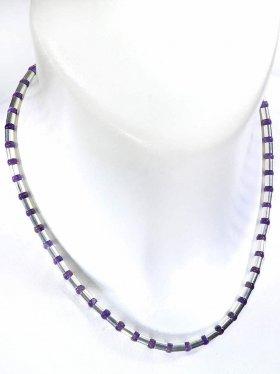 Halskette aus dem Schmuckstein Amethyst kombiniert mit Silberröhrchen aus 925 Silber rhodiniert