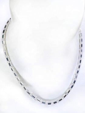 Halskette aus dem Schmuckstein Bergkristall kombiniert mit Silberröhrchen aus 925 Silber rhodiniert
