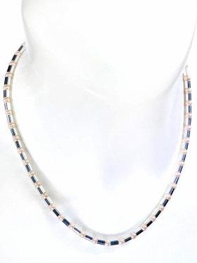 Halskette aus cremefarbenen Muschelkernperlen kombiniert mit Silberröhrchen aus 925 Silber rhodiniert