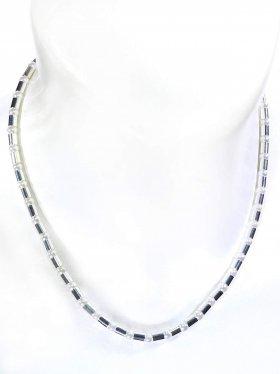 Halskette aus weißen Muschelkernperlen kombiniert mit Silberröhrchen aus 925 Silber rhodiniert