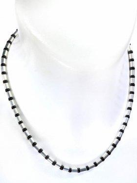 Halskette aus Onyxkugeln kombiniert mit Silberröhrchen aus 925 Silber rhodiniert